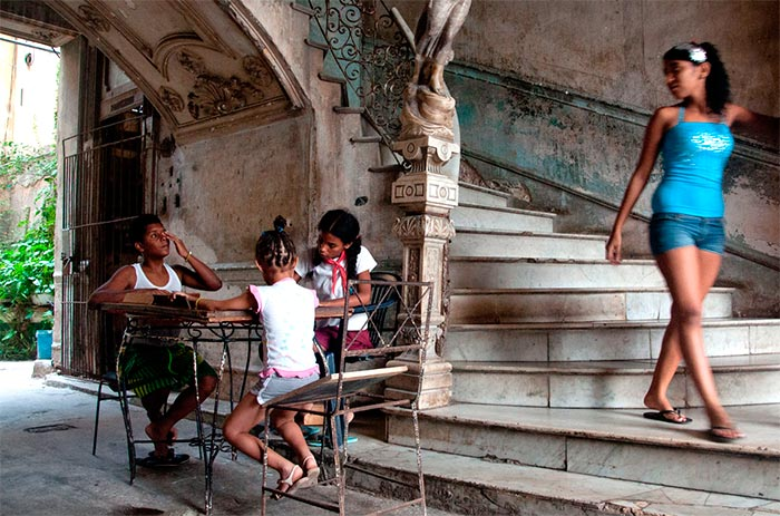 kids-in-love-in-havana